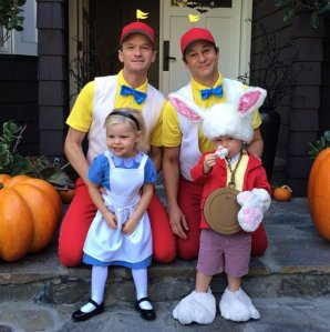 Family friendly with NPH and his ADORABLE Alice in Wonderland-themed costume!