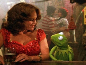 Like many other (kick ass) actors, Madeline spent time hanging with the Muppets. Here's a shot of her and Kermit in  The Muppet Move (1979). LOVE that dress!