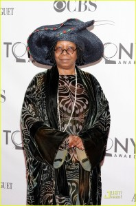 """Strutting her """"Downton"""" inspired style at the 65th Annual Tony Awards in 2011! I AM ALL ABOUT THE SIZE OF THAT HAT!"""